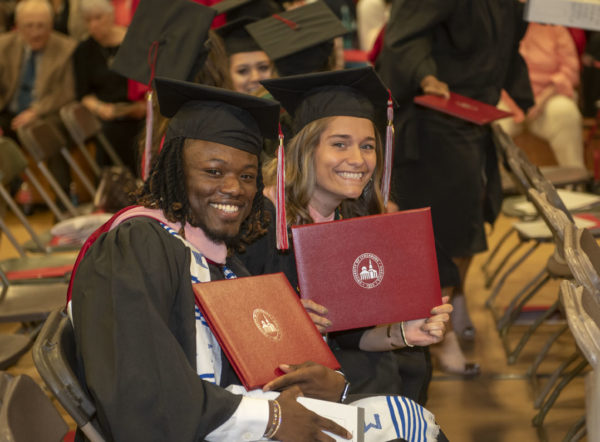 """Graduate Commencement encourages students to """"serve with a sense of gratitude"""""""