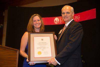 Kimberleigh Vaughn receives her award