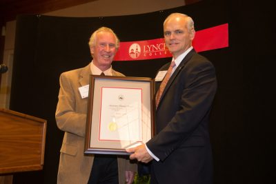 Barry Lobb receives the Honorary Alumni Award