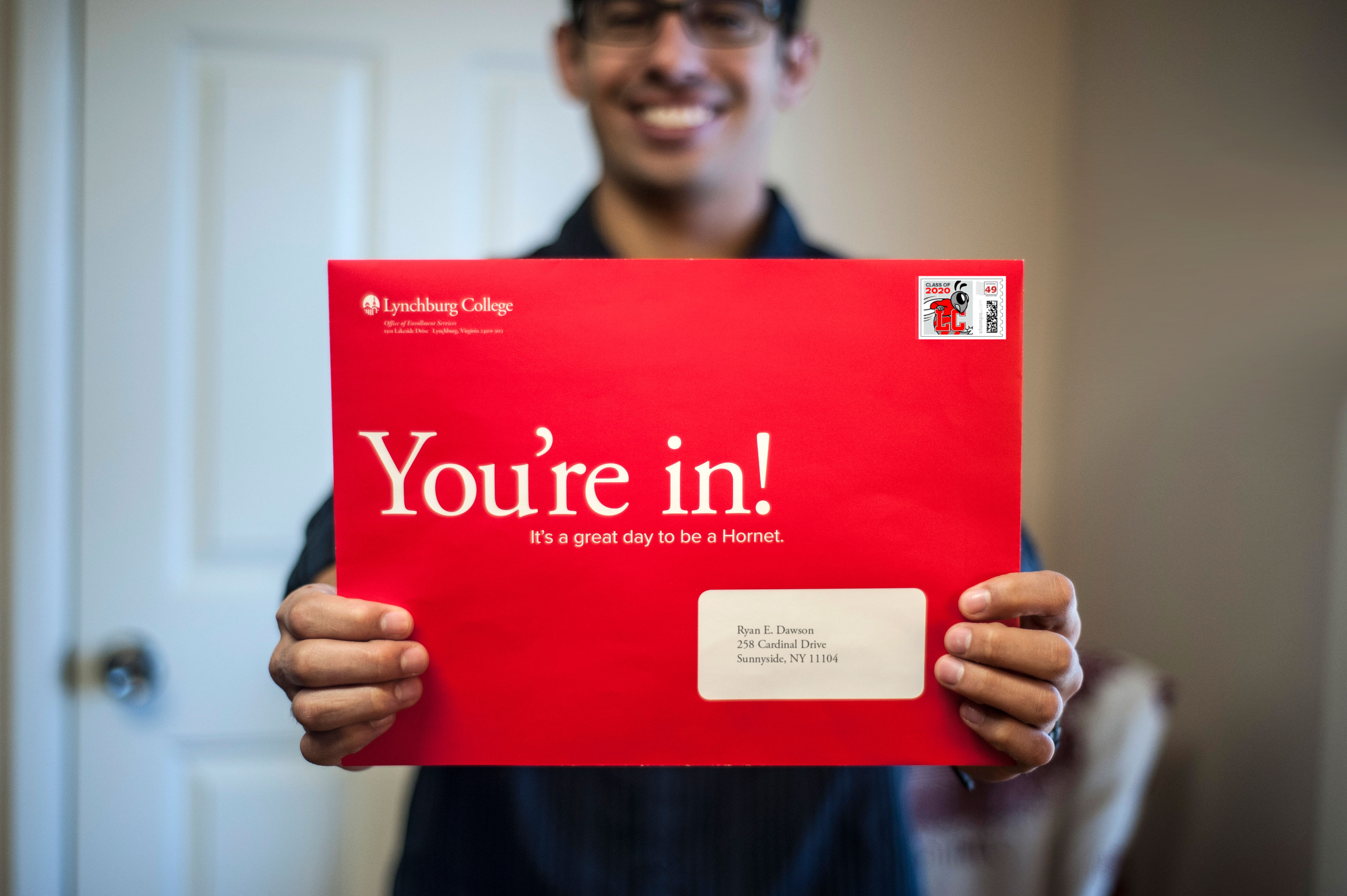 Future Hornets enjoy acceptance letters in big red envelopes – College Acceptance Letters