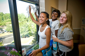 LC students volunteer in the community