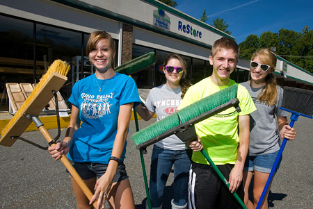 LC students work at the Habitat for Humanity ReStore