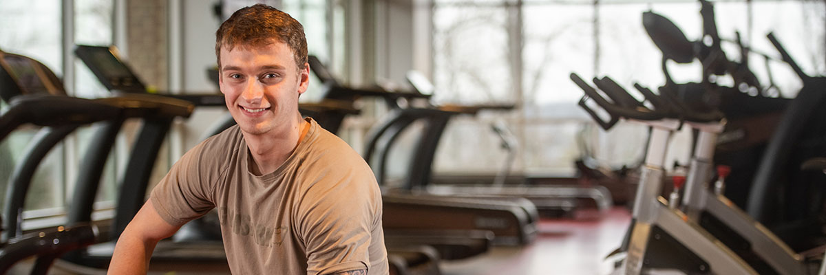 Erik Oehler '20, exercise physiology major and sports medicine minor, in the fitness center