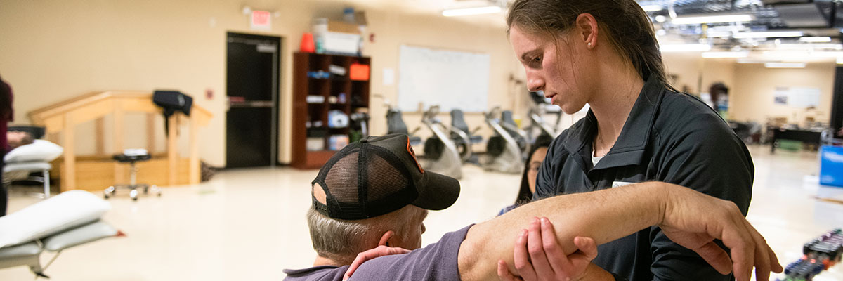 Emily Maxwell '18, '21 DPT with a patient at the University of Lynchburg Community Health Center