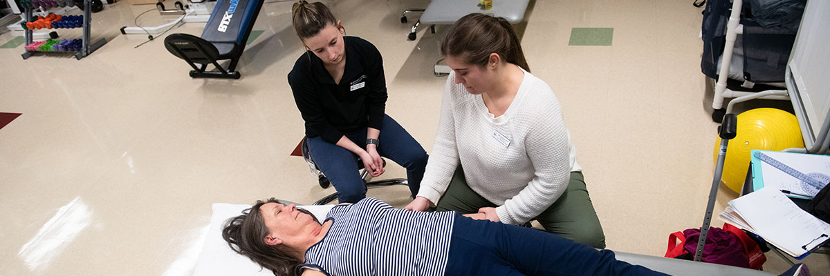 Caitlyn O'Sullivan '21 DPT and Allie Hylton '20 DPT with a patient at the University of Lynchburg Community Health Center